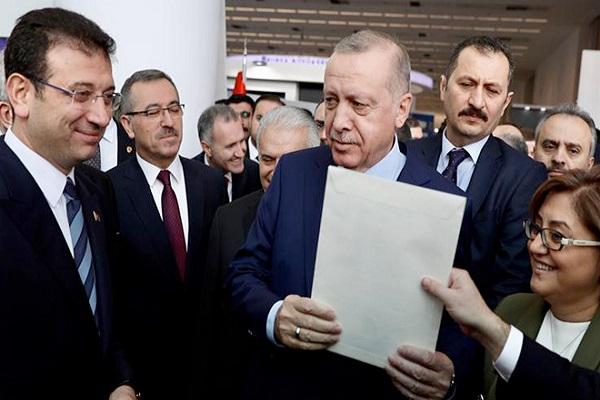İmamoğlu, Erdoğan'ın elinden ödül alacağı toplantıya katılmayacağını açıkladı