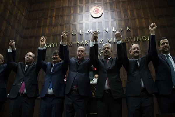 Haksız kazanç! AKP, kazanamadığı yerlerdeki belediye başkanlarını transfer ediyor
