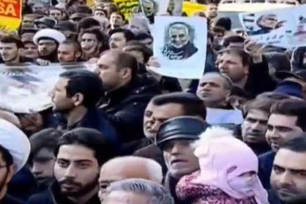 İran sokakta: Kasım Süleymani'nin öldürülmesine halk ağıt yakıyor