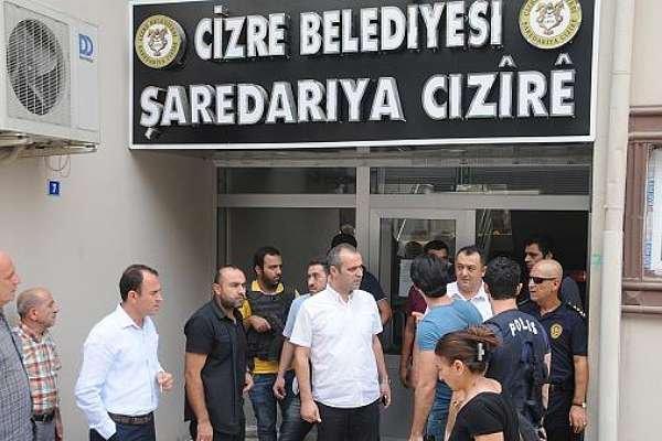 Meclis üyeleri belediyeye alınmadı: 'Gelmeniz suç'