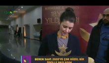 Beren Saat ödülünü İstanbul Üniversitesi öğrencilerine adadı