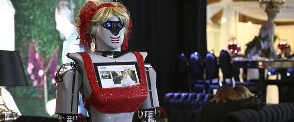 Konya'da kına gecelerinde kullanılacak robotlar üretildi