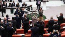 AKP'liler 'terörist' diyerek HDP'lilerin üzerine yürüdü