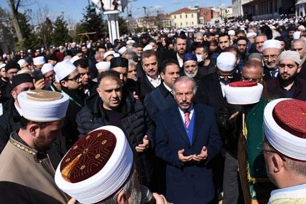 AKP'liler Diyanet genelgesini dinlemedi, tarikat cenazesine yüzlerce kişi katıldı