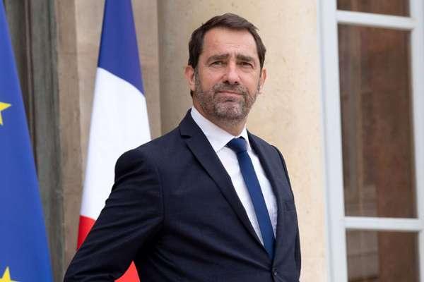 Fransız Bakan'dan karantinaya uymayanlara: Kendilerini kahraman sanan embesiller