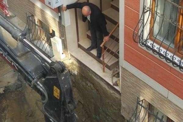 Üsküdar Belediyesi yaşlıları esprili şekilde uyardı: Bunu yaptırmayın