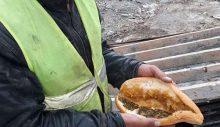 Yemekte 'ekmek arası ıspanak' dağıtıldığını ifşa eden işçi, işinden atıldı