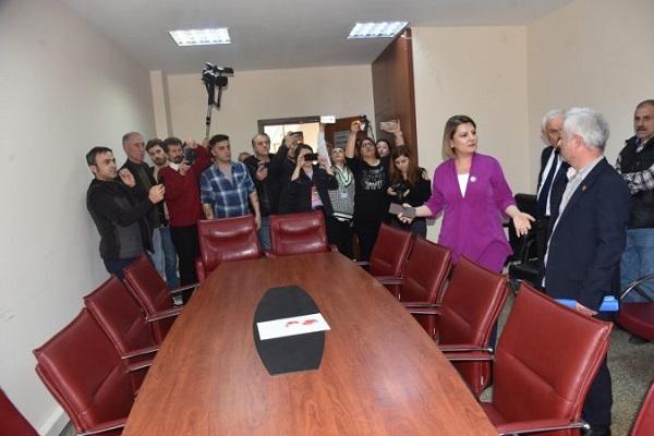 AKP ve MHP'li Meclis üyeleri odalarını beğenmedikleri için Meclis'e katılmadı: Önemli konular görüşülemedi