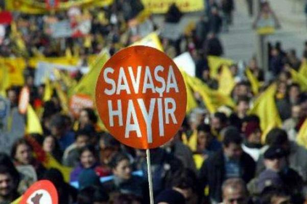 """İstanbul'da """"savaşa hayır"""" demek yasaklandı"""