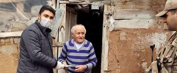 AA, bu evde oturan 93 yaşındaki dedenin bağışını övünerek haber yaptı