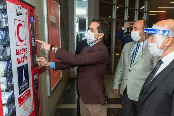 İzmir'de metro istasyonlarında 'maskematik' uygulaması