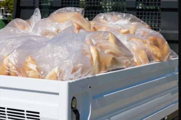 İçişleri Bakanlığı, belediyelerin ücretsiz ekmek dağıtımını yasakladı