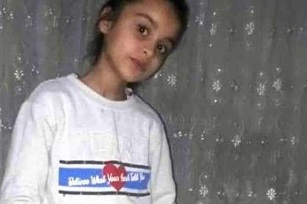 Eşini bıçakladığı için cezaevinde olan kişi, tahliyesinin ardından kızını döverek öldürdü