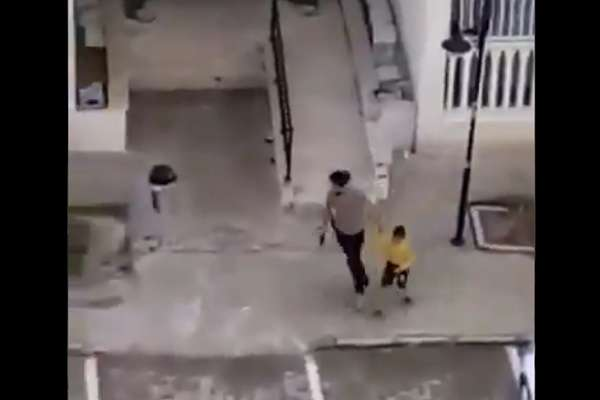Polis Mardin'de oyun oynayan zihinsel engelli çocuğu ateş ederek gözaltına aldı