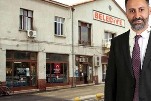CHP'li meclis üyesi Ersin Solmaz, bir günlüğüne başkan vekili oldu, kendisi ve yakınlarına ait inşaatlara yapı kullanma izni verdi