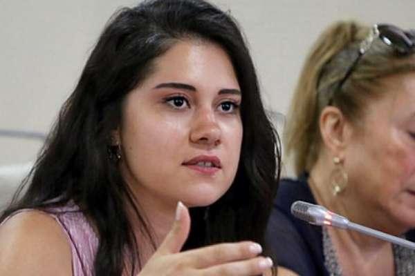 """""""Erdoğan'a hakaretten"""" gözaltına alınan CHP'li meclis üyesi Dila Koyurga serbest bırakıldı"""