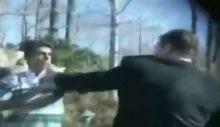 Uğur Dündar belgeselinde, Dündar'ın kendisini tehdit eden bekçiyi mikrofanla dövdüğü görüntülere yer verildi