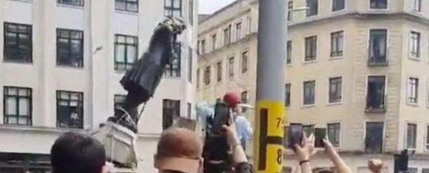 İngiltere'de halk köle tüccarı heykelini söküp nehre attı