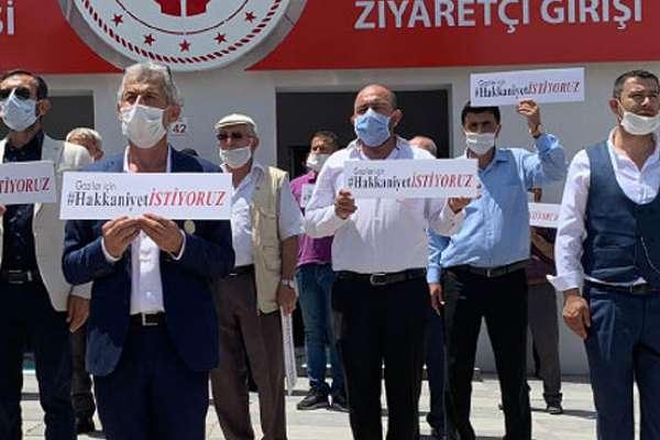 15 Temmuz gazileri ve şehit yakınları toplanan 300 milyonun ödenmesi için eylem yaptı