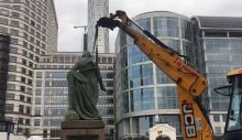 Londra'da bir köle tüccarının daha heykeli kaldırıldı