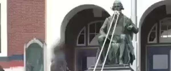 ABD'nin '600 köleli' üçüncü başkanı Thomas Jefferson'un heykeli yıkıldı