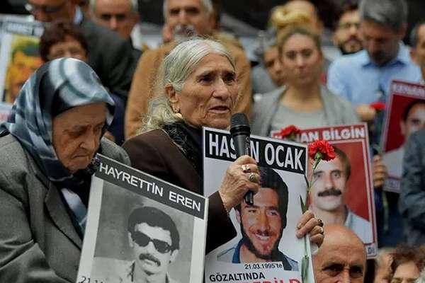 Cumartesi Anneleri 800. haftada yine Galatasaray Meydanı'nda: Ben anneyim yasak bilmem!