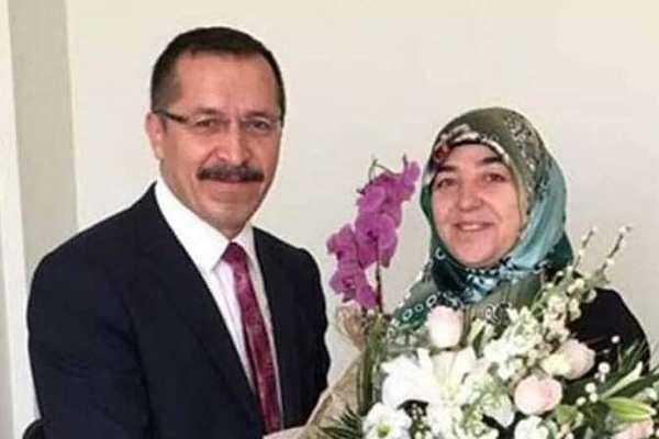 Pamukkale Üniversitesi 'tek kişilik kadro' açtı; kriterleri karşılayan 'tek kişi' rektörün eşi oldu!