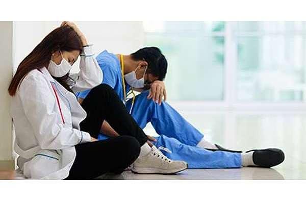 TTB'den 5. ay değerlendirmesi: Salgın kontrol altına alınamıyor, sağlıkçılar tükeniyor!