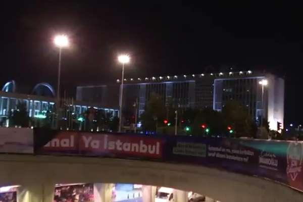 Belediyenin 'Ya Kanal Ya İstanbul' bilgi afişlerine gece polis müdahalesi!