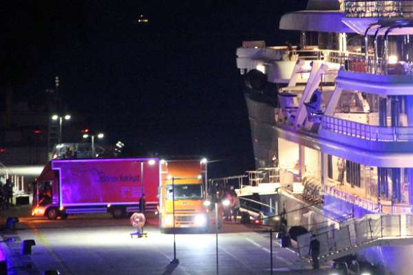 Katar Kraliyet Ailesi iki kamyon eşyayla Bodrum'daki yüzen saraylarına geldi