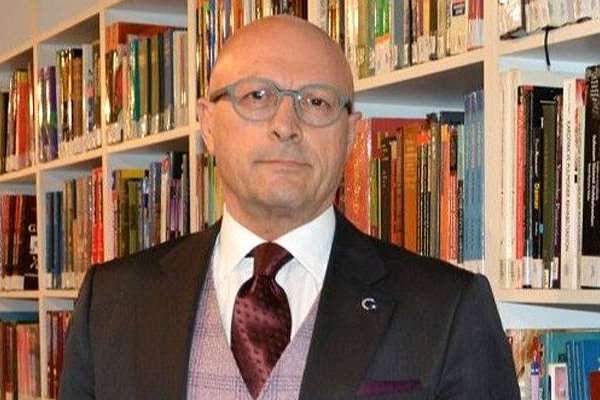 Erol Mütercimler, imam hatip mezunlarıyla ilgili sözleri nedeniyle üniversitedeki görevinden istifa etti!