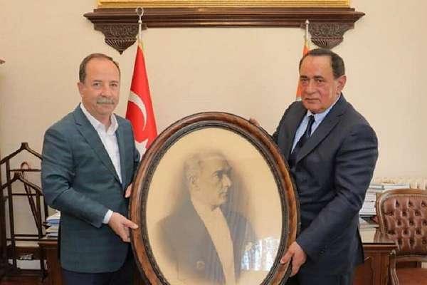 CHP'li belediye başkanı, Alaattin Çakıcı'yı makamında ağırladı