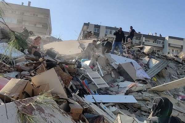 İzmir'deki şiddetli deprem can aldı: 4 ölü, 120 yaralı