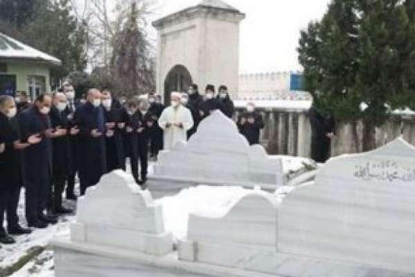 Bir erken seçim emaresi daha: Erdoğan, Erbakan'ın mezarını ziyaret etti!