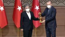 Külliye'nin Medya Oskar'ı: Ahmet Hakan, en taraflı 'Tarafsız Bölge' programı ile ödüle layık görüldü