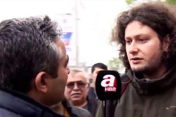"""Atatürk'e hakaretten hapis cezası alan araştırma görevlisi: """"Şeref madalyası"""""""