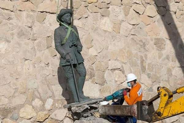 İspanya, diktatör Franco'nun son heykelini de yıktı