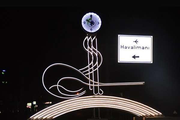 Antalya'daki Osmanlı tuğrası figürlü saat, belediye tarafından kaldırıldı