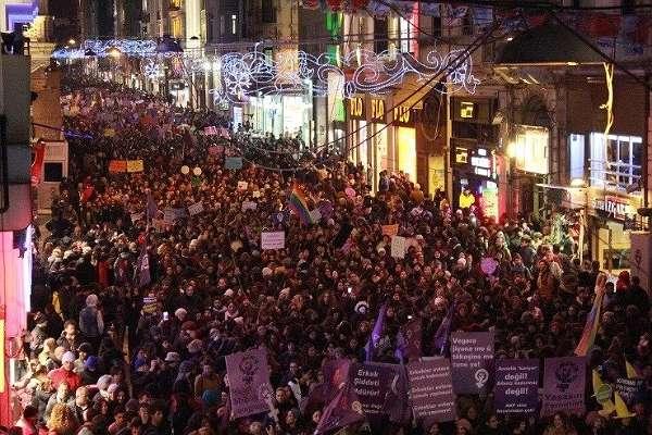 İstanbul Valiliği'nden 8 Mart yasağı: İstiklal Caddesi'ne çıkan yollar kapanacak