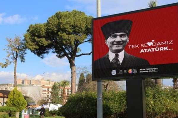 Efes Selçuk Belediyesi, izinsiz asılan 'Love Erdoğan' pankartlarını kaldırıp ilçeyi 'Atatürk' afişleriyle donattı…