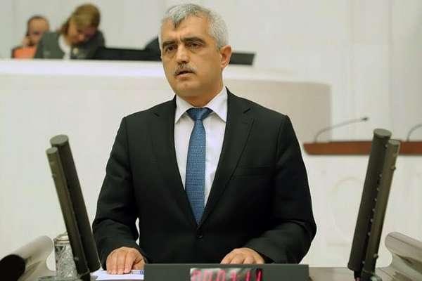 HDP'li Ömer Faruk Gergerlioğlu Meclis'te zorla gözaltına alındı