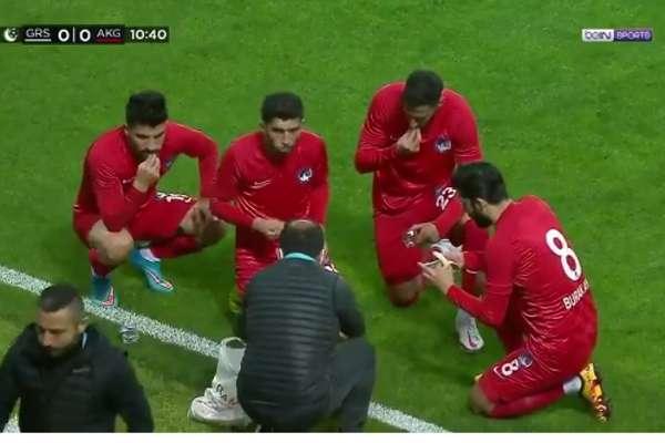 Giresun-Keçiören maçının 10. dakikasında futbolcular saha kenarında iftar yaptı!