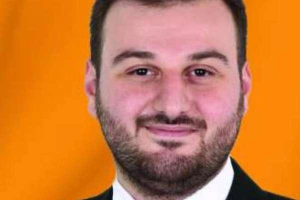 AKP döneminde İBB'den kendisine iki Passat tahsis edilen AKP İl Gençlik Kolları Başkanı, İBB'yi baklava masrafı nedeniyle protesto etti