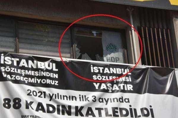 İktidarın aylardır hedef gösterdiği HDP'ye saldırı: Parti binası basılarak bir kadın öldürüldü