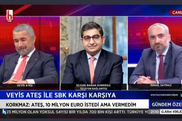 Veyis Ateş, Halk Tv canlı yayınındaki vücut diliyle geceye damga vurdu: Abartılı jestler, yandan yandan gülümsemeler…