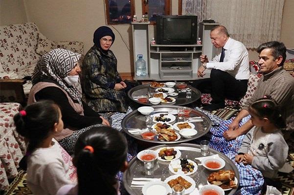 """Emine Erdoğan: """"Gelin hep birlikte porsiyonlarımızı küçültelim"""""""