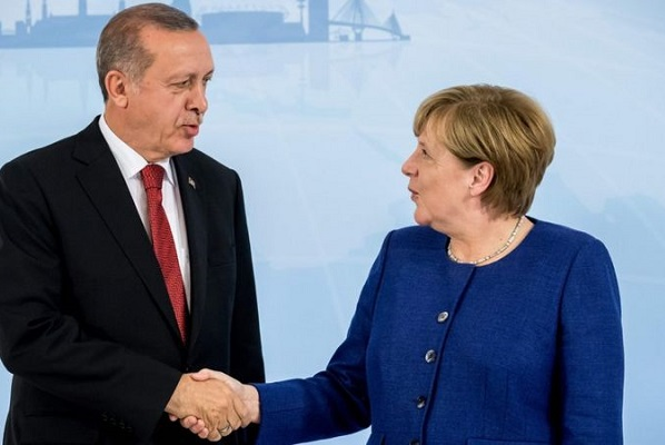 Merkel: Türkiye'nin mültecileri tutmasını sağlayan anlaşma uzatılmalı