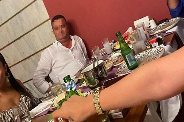 Suç örgütü lideriyle kendisini beraat ettiren hakim içki masasında görüntülendi!