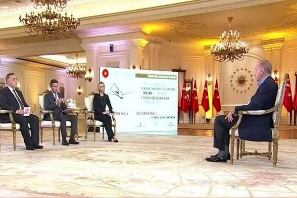 Erdoğan'ın eski danışmanı: Canlı yayındaki cihaz 'prompter' değil 'bilgi ekranı'