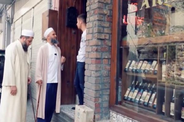 Tarikatçılar, İstanbul'da alkol satanları taciz etti